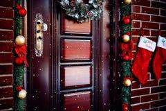 Belle porte de Noël photos stock