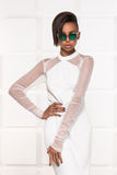 Belle pose africaine américaine de fille Images stock