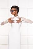 Belle pose africaine américaine de fille Image libre de droits