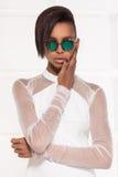 Belle pose africaine américaine de fille Photos stock