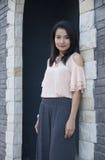 Belle pose asiatique de femme. photographie stock libre de droits
