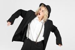 Belle pose blonde de fille Photographie stock libre de droits