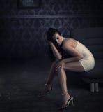 Belle pose de brunette Photographie stock libre de droits