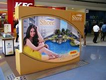 Belle pubblicità dentro il centro commerciale di MP dell'Asia Fotografie Stock