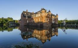 Belle réflexion de château d'Anholt dans Isselburg, Allemagne Image libre de droits