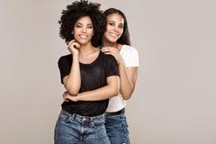 Belle ragazze afroamericane sorridenti Immagine Stock