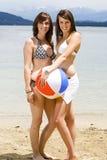 Belle ragazze alla spiaggia Fotografia Stock Libera da Diritti