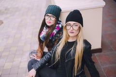 Belle ragazze di modo all'aperto Fotografia Stock Libera da Diritti
