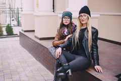 Belle ragazze di modo all'aperto Immagine Stock Libera da Diritti