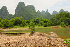 Belle rivière de Li de montagnes de karst Images stock