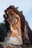 Belle roche de grès à la plage Image libre de droits