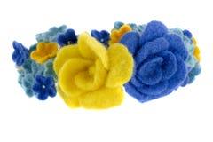 Belle rose blu e gialle fatte di lana Fotografie Stock