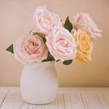 Belle rose per la celebrazione di festa della Mamma Retro effetto del filtro Immagine Stock