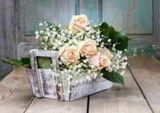 Belle rose rosa e gypsophila paniculata Fotografia Stock