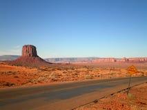 Belle route de désert Photos stock