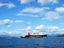 Belle scène avec un ferry, Oban Images stock