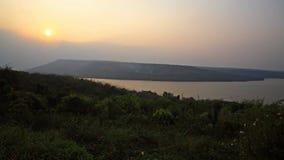 Belle scène de coucher du soleil à la rivière Photographie stock