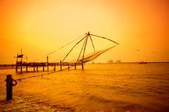 Belle scène de coucher du soleil des filets chinois de Kochi, Kerala Fort K Photographie stock