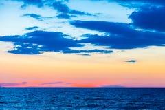 Belle scène de coucher du soleil sur la plage Photographie stock libre de droits
