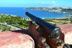 Belle scène de la tour rouge au nord de Malte images stock