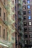Belle scale a chiocciola sulle costruzioni di appartamento Fotografia Stock Libera da Diritti