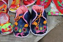 Belle scarpe cinesi della tigre fotografia stock