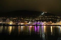 Belle scene di notte della città di Bergen Fotografie Stock Libere da Diritti