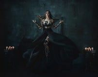 Belle sorcière flottant dans le ciel Image stock