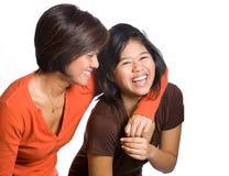 Belle sorelle da priorità bassa asiatica. Fotografie Stock