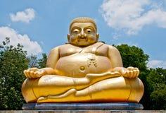 Belle statue d'or de Bouddha image stock