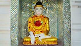 Belle statue dans un temple bouddhiste Myanmar, Yangon Image stock