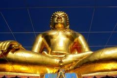 Belle statue de Bouddha dans le temple bouddhiste thaïlandais photos stock