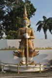 Belle statue debout de Gient en Thaïlande Photos libres de droits