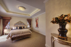 Belle suite de chambre à coucher de Vieux Monde Photos stock