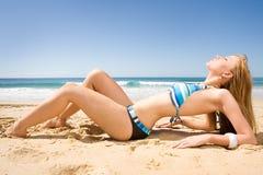 Belle tête rouge dans le bikini Photos stock