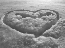 Belle texture d'enneigement et de coeur photos libres de droits