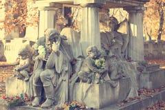 Belle tombe d'une actrice dans un cimetière hongrois Photo libre de droits