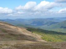 Belle traînée de montagne par l'automne Bieszczady Image stock