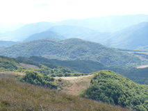 Belle traînée de montagne par l'automne Bieszczady Photo stock