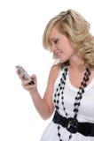 Belle transmission de messages de l'adolescence d'essai de fille Images stock