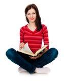 Belle étudiante affichant un livre Photos libres de droits