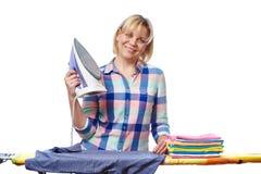Belle vêtements repassés de femme par femme au foyer Photos libres de droits