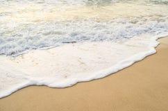 Belle vague sur la plage Image stock