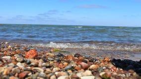 Belle vague sur la plage banque de vidéos