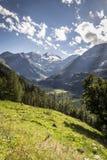 belle vallée de montagne Photos stock