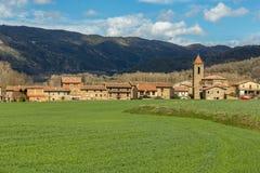 Belle vecchie case di pietra nella tana antica spagnola Bas di Hostales del villaggio in Catalogna della Spagna Fotografia Stock Libera da Diritti