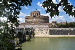 Belle vecchie finestre a Roma (Italia) ` Angelo - la vecchia fortezza di Castel Sant Immagine Stock