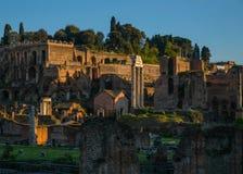 Belle vecchie finestre a Roma (Italia) Forum di Augusto immagini stock