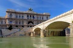 Belle vecchie finestre a Roma (Italia) Palazzo di giustizia (Palazzo di Giustizia) Immagine Stock