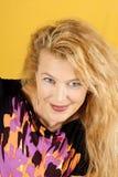 Belle verticale blonde de femme photographie stock libre de droits